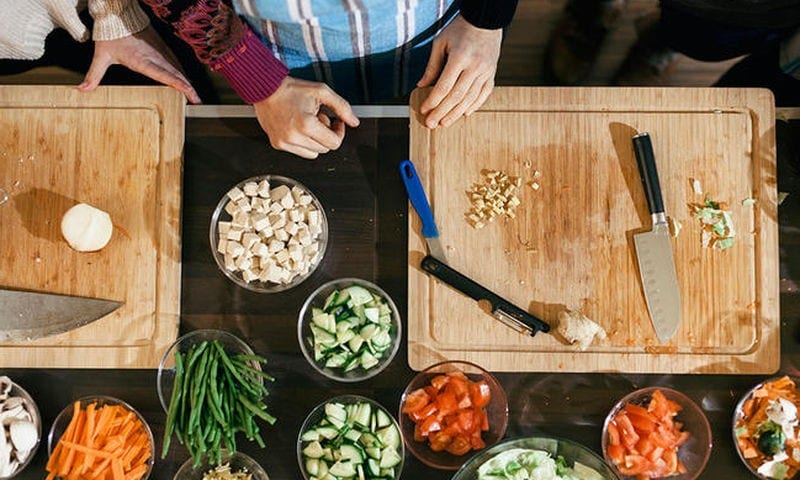 Προετοιμασία φαγητού: 6 λάθη που μπορεί να σας αρρωστήσουν