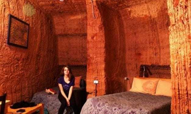 Η υπόγεια πόλη που ζουν 2.000 άνθρωποι. Μεγάλη μερίδα των μόνιμων κατοίκων είναι.. Έλληνες