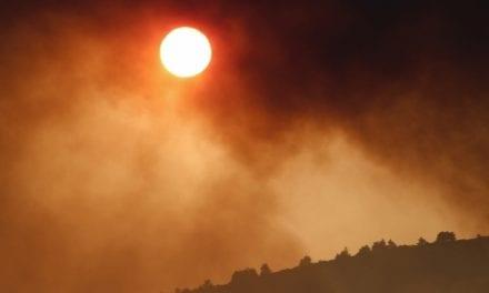 Η φωτιά έσβησε, η κυβέρνηση «καίγεται»