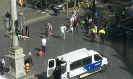 Εκτακτο: Φορτηγό έπεσε σε πεζούς στην Βαρκελώνη -Ενας νεκρός και πολλοί τραυματίες [βίντεο]