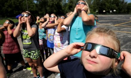 Τρέλα στις Η.Π.Α. για την έκλειψη Ηλίου
