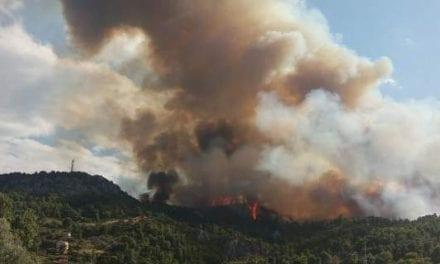 Μεγάλη φωτιά σε εξέλιξη στον Κάλαμο Αττικής -Καίγονται σπίτια!