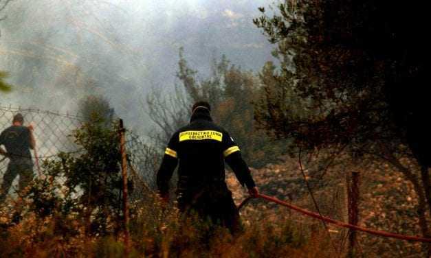 «Μόνο 600 πυροσβέστες», και απλήρωτοι, σβήνουν πυρκαγιές στην Ελλάδα