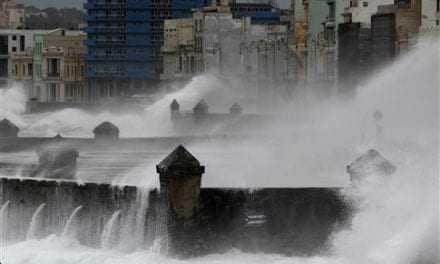 Σε κατάσταση συναγερμού η Κούβα λόγω Ίρμα, εκκενώνουν τη Φλόριντα οι κάτοικοι