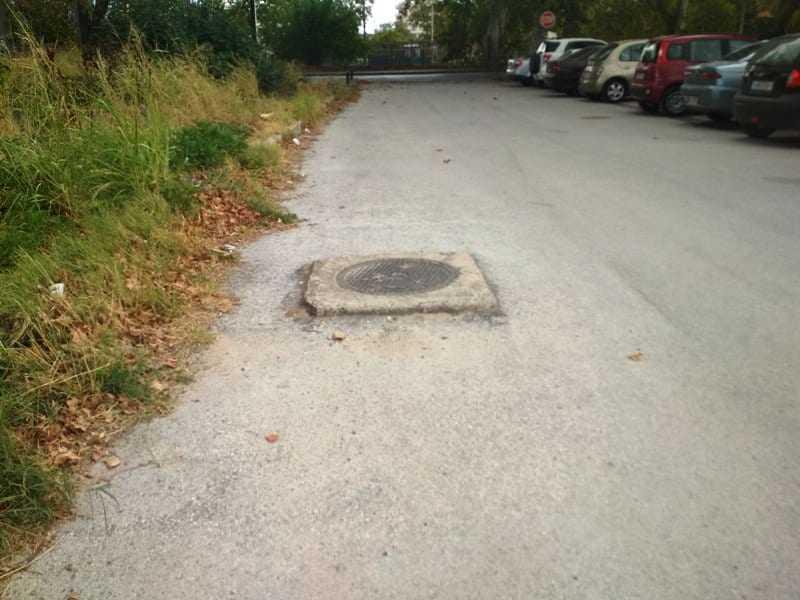 Οδός Ακρίτα ο κίνδυνος παραμονεύει. Που είναι η ασφαλτόστρωση;