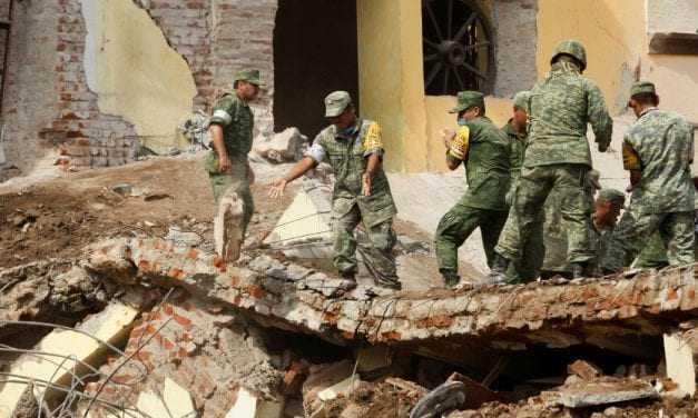 Μάχη με το χρόνο στο Μεξικό για επιζώντες από τον καταστροφικό σεισμό [εικόνες & βίντεο]