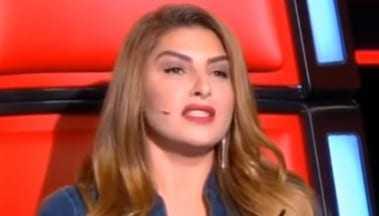 «Έκλαψε» live χτες η Έλενα Παπαρίζου προκαλώντας παραλήρημα στο πλατό του Voice – Η επική αντίδραση του Μουζουράκη