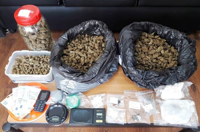 Συνελήφθη 31χρονος κατηγορούμενος για διακίνηση, αποθήκευση και κατοχή ναρκωτικών