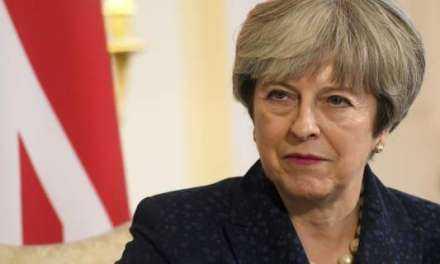 Ηττα για την Μέι: Εχασε την ψηφοφορία για το Brexit, «αντάρτικο» από βουλευτές της