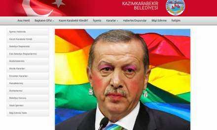 """Oι Έλληνες Anonymous """"επιτέθηκαν"""" σε τουρκική ιστοσελίδα και φόρεσαν στον Ερντογάν ρουζ και κραγιόν!"""