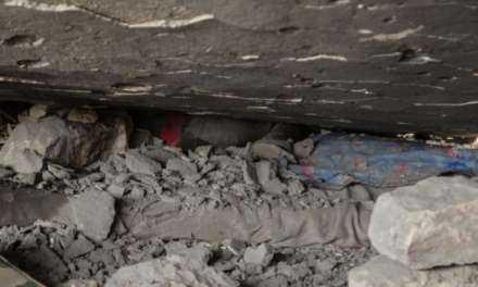 Η φρίκη του πολέμου στο Αφρίν – Νεκρά παιδιά στα συντρίμμια – Προσοχή! Σκληρές εικόνες