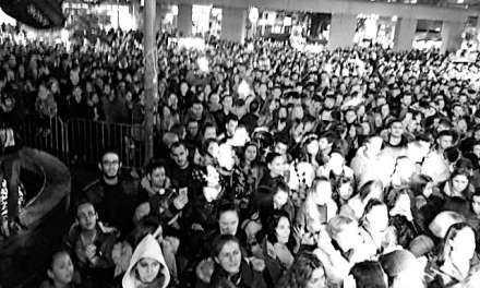ΛΑΟΘΑΛΑΣΣΑ Γέμισε η πλατεία της Ξάνθης κόσμο στην συναυλία του Ν. Κουρκούλη