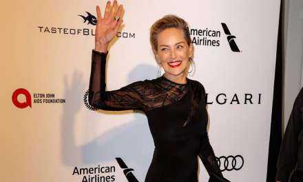 Η Σάρον Στόουν έγινε 60 και φόρεσε το πιο καυτό μίνι