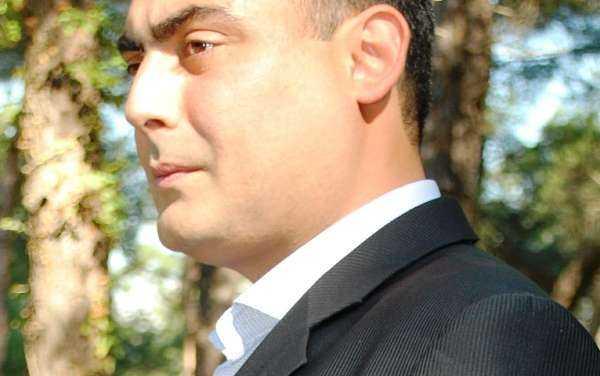 Στέφανος Πετρίδης. Ένας καλλιτέχνης που χτίζει σπίτια και μουσικές συνειδήσεις με την λύρα του.