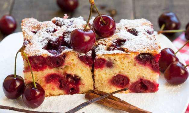 Κέικ με κεράσια Αφράτο και μυρωδάτο, ιδανικό για το πρωινό