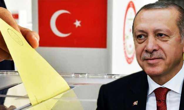Ο Ερντογάν στήνει κάλπες σε τριχοτομημένη Τουρκία