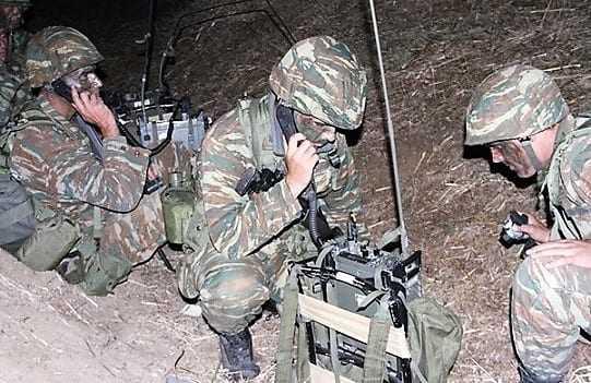 Επικοινωνήστε μόνο με ασυρμάτους λέει ο Στρατός στα στελέχη του