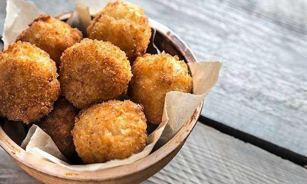 Κροκέτες arancini Παραδοσιακή συνταγή της Σικελίας με λαχταριστή γέμιση