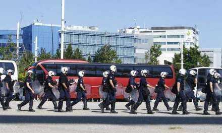 Οπαδοί της ΑΕΚ επιτέθηκαν σε οπαδούς του ΠΑΟΚ και έκαψαν το όχημά τους Τραυματίστηκαν πέντε άτομα