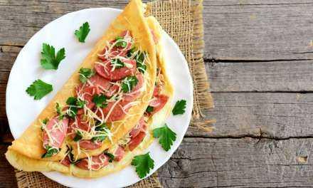 Ομελέτα με λουκάνικα και τυρί
