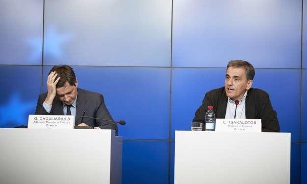 Συμφωνία στο Eurogroup με δεσμά ετών για την Ελλάδα