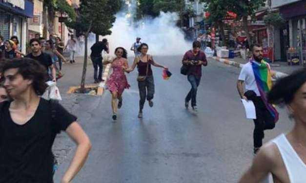 """Χάος στο Τουρκικό Gay Pride: Ο Ερντογάν διέταξε Επίθεση στους Ομοφυλόφιλους με Σφαίρες και Σκύλους. Που είσαι Μπάμπη που παραλίγο να βρεις το μπελά σου για τους """"φούστηδες"""""""