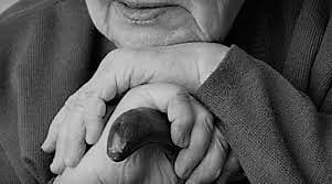 ΔΡΑΜΑ: 36χρονη απατεώνισσα πήγε να πουλήσει εικόνες σε 73χρονη και τις «σούφρωσε» τα χρυσαφικά
