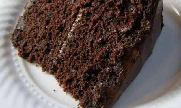 Συνταγή για την πιο νόστιμη σοκολατόπιτα που έχετε δοκιμάσει – Πώς θα τη φτιάξετε