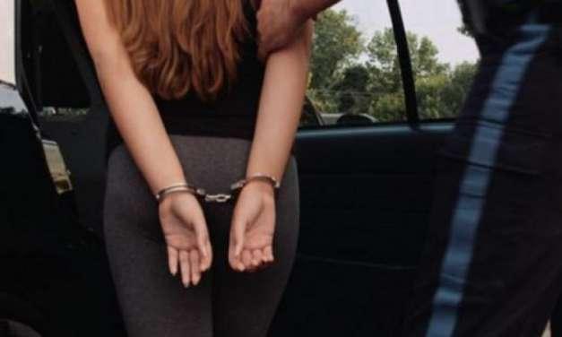 Σύλληψη 28χρονης αλλοδαπής διωκόμενης με Εντάλματα Σύλληψης. Μετέφερε λαθρομεταναστες
