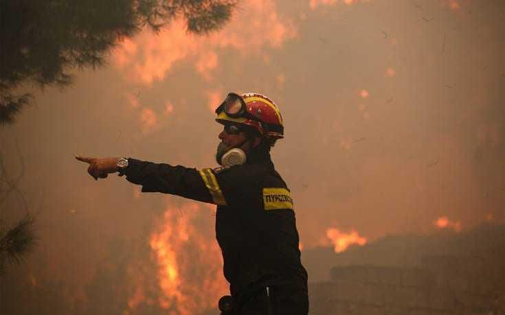 Εκκενώνονται προληπτικά δύο χωριά στην Εύβοια Σε εξέλιξη μεγάλη πυρκαγιά