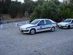 Και αυτό είναι είδηση. Όσο οι παράνομοι μετανάστες σκωτώνουν Έλληνες οι Αστυνομικοί της Β.Ε. προστατεύουν τους λαοπρόβλητους