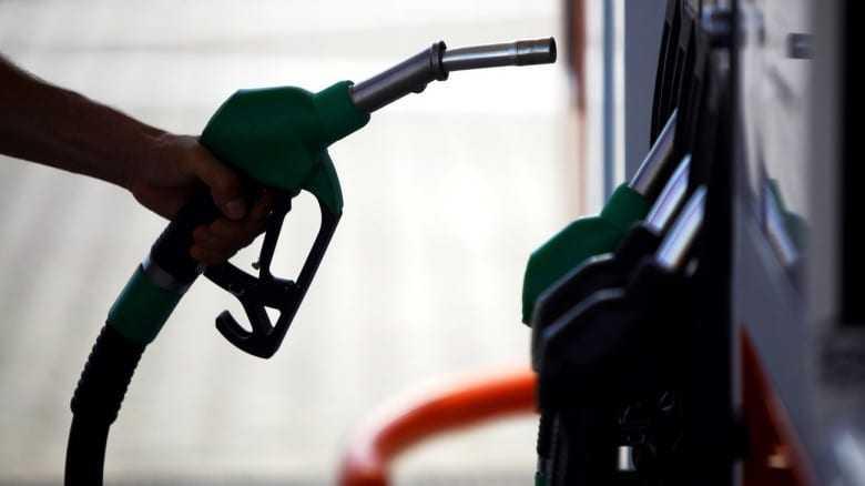 Εξίσωση του ΕΦΚ πετρελαίου κίνησης – βενζίνης εξετάζει η κυβέρνηση