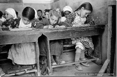 Ελέγχοντας τους εκπαιδευτικούς, ελέγχεις τις γενιές που έρχονται