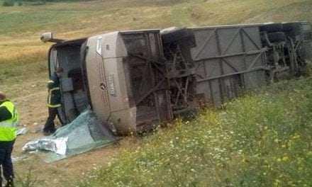 Σέρρες: Ανετράπη λεωφορείο που μετέφερε μαθητές -Τραυματίες και απεγκλωβισμοί