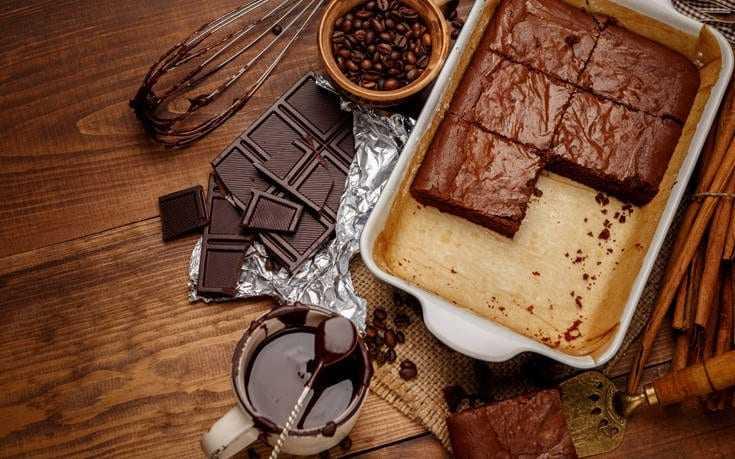 Ζουμερή σοκολατόπιτα Ένα απλό αλλά λαχταριστό γλυκό