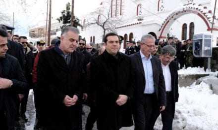 Κουβάλησαν χειροκροτητές για τον Τσίπρα στην Σαμοθράκη