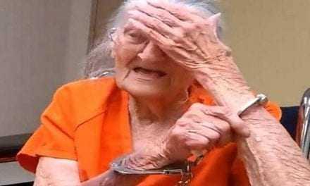 """Στα """"σίδερα"""" 93χρονη γιατί δεν πλήρωσε το νοίκι"""