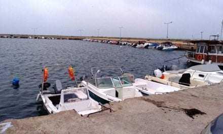 Οι ερασιτέχνες ψαράδες των Αβδήρων  οργανώνονται εθελοντικά για να γλυτώσουν τα παιδιά από τις κατασκηνώσεις αν γίνει το κακό. Εύγε