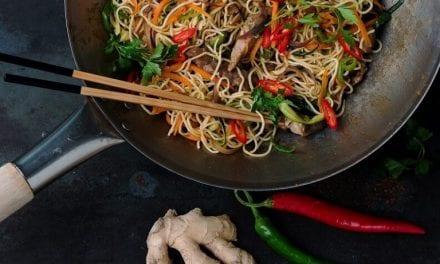 """Noodles με κοτόπουλο και γλυκόξινη σάλτσα. – Την συνταγή προσφέρει το """"ΠΕΡΙ ΚΟΤΑΣ"""" στην Ξάνθη"""