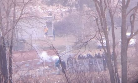 Βίντεο ντοκουμέντο: Τούρκοι αστυνομικοί εκτοξεύουν χημικά προς τους Έλληνες