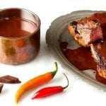Μοσχαρίσια φιλέτα με σάλτσα σοκολάτας, τσίλι και ελαιόλαδο