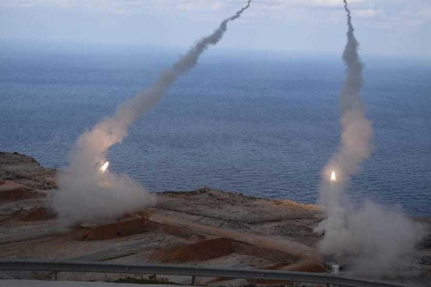 Βολές πυροβολικού στην παραλία Πετροτών