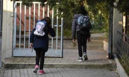 Ανοίγουν τα δημοτικά μετά από 2,5 μήνες – Πώς θα επιστρέψουν οι μαθητές στα θρανία