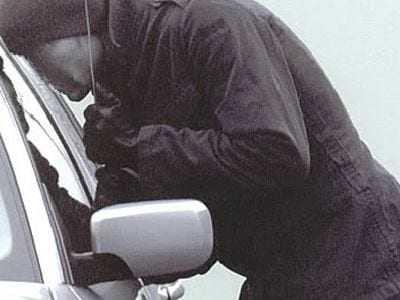 Αλλοδαποί κλέβουν αυτοκίνητα από την Αθήνα και έρχονται στον Έβρο για να παραλάβουν παράνομους μετανάστες.
