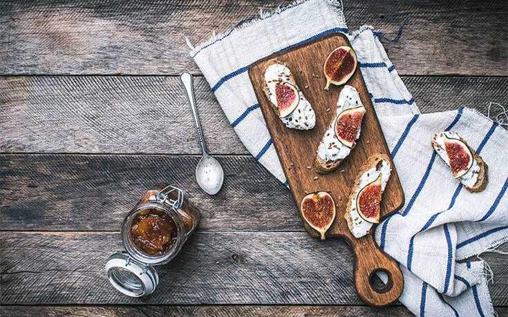 Μπρουσκέτες με τυρί και σύκα Υγιεινό και νόστιμο σνακ