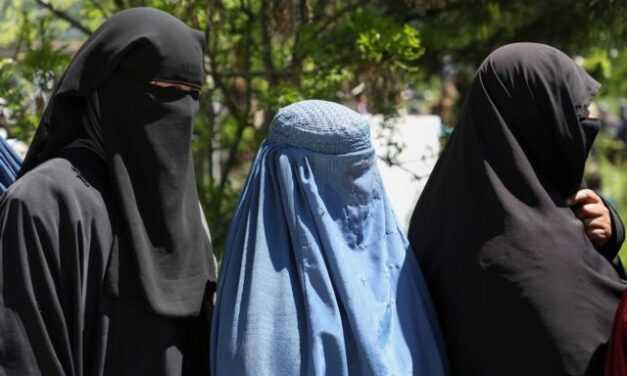 Αφγανιστάν – Οι Ταλιμπάν διατάζουν τις εργαζόμενες γυναίκες να καθίσουν σπίτι