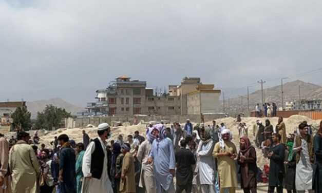 Έκρηξη στις πύλες του αεροδρομίου της Καμπούλ   Φόβοι για τρομοκρατικό χτύπημα