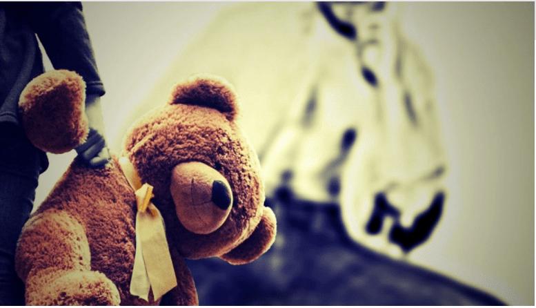 Φρίκη στη Θεσσαλονίκη   Βίαζε επί τέσσερα χρόνια τα ανήλικα ανίψια του και τα βιντεοσκοπούσε
